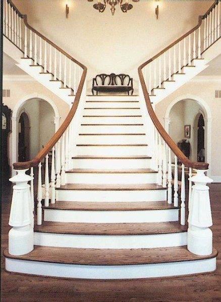 Одна из моделей Т-образной лестницы с фигурными столбами и балясинами
