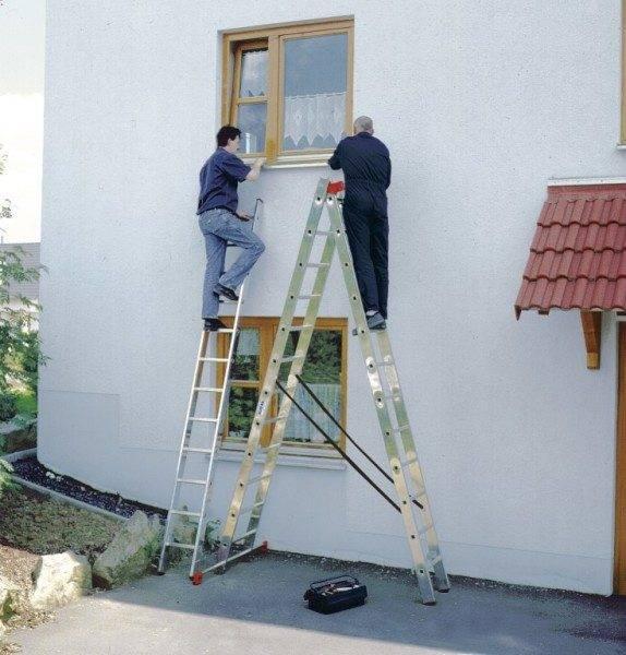 Одна лестница позволит выполнить работы двум людям.