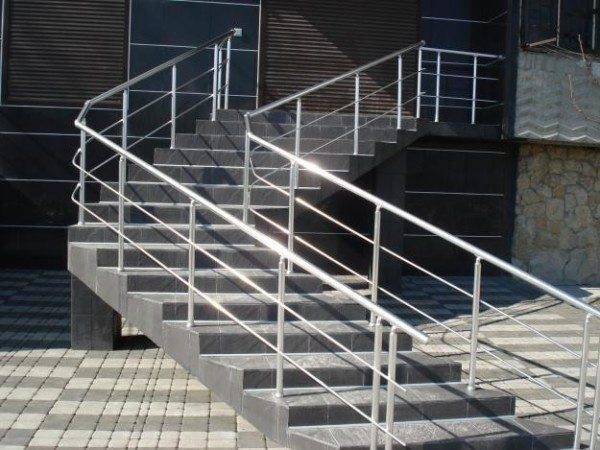 Ограждения лестниц из алюминия