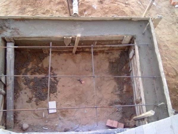 Опалубка, залитая бетонным раствором