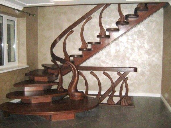 Оригинальная и красивая лестница в доме