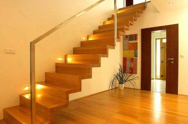 Освещение лестницы при помощи точечных светильников