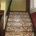 Отделка бетонной лестницы деревом и керамической плиткой