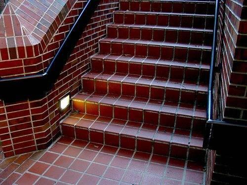 Отделка бетонной лестницы плиткой