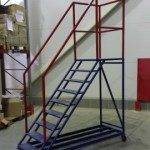 Передвижная лестница с площадкой