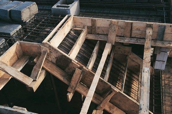 Перевязка арматуры с перекрытием и стенами
