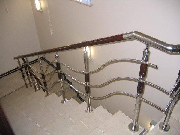 Поручни для лестниц – выбираем лучший материал