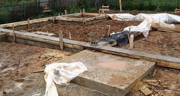 Плитный фундамент для площадки перед входом