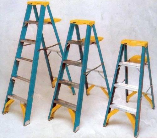 Площадка способна выдержать ведро с краской или ящик с инструментом