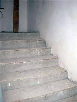 Отделка бетонных лестниц деревом, как сделать ее грамотно