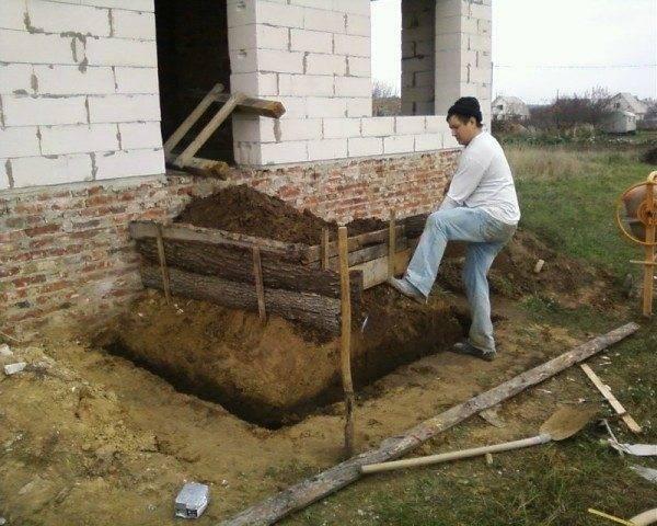 Подготовка котлована для крыльца