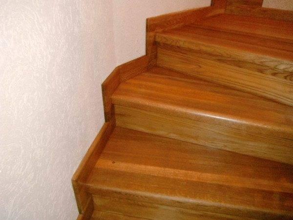 Поворотные лестничные ступени из дерева