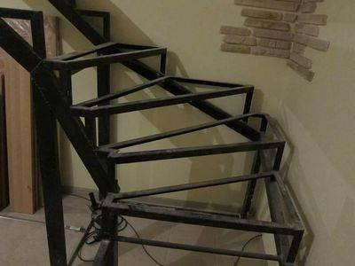 Поворотные ступени имеют трапециевидные или треугольные формы – помните об этом, когда будете сооружать поворот