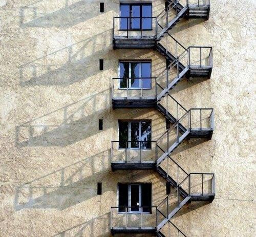 Пожарный эвакуационный межэтажный лестничный выход