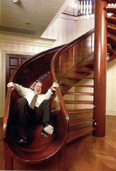 Правильно спроектированная и качественно изготовленная лестница может стать настоящим украшением помещения и основным элементом в интерьере дома