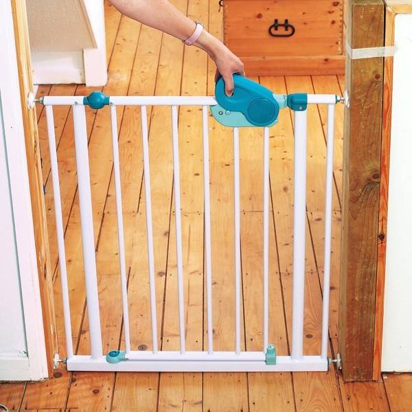 Правильные калитки открываются тройным действием, такая комбинация недоступна для детей и проста для взрослых.