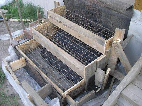 Простейший каркас для изготовления ступеней из бетона