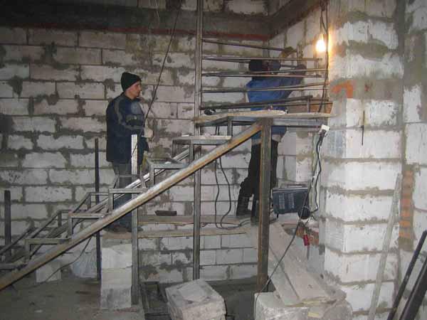 Работа со сварочным аппаратом требует особой осторожности и соблюдение всех требований техники безопасности