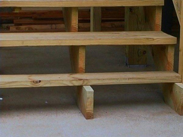 С опорой по центру можно увеличивать ширину ступеней до полутора метров