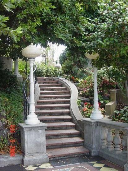 Садовая лестница из натурального камня