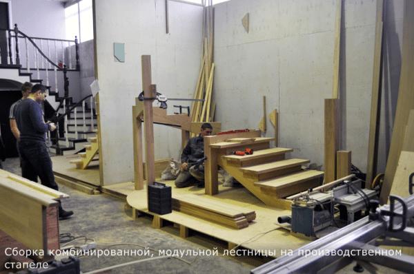 Сборка на производственном стапеле комбинированной конструкции из дерева - марша и лестницы на хребтовом центральном косоуре.