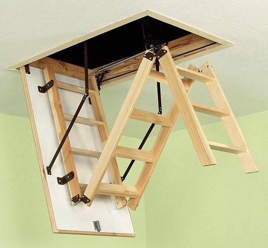 Складной вариант простой лестницы из дерева