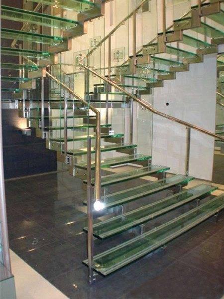 Сооружение из стекла – оригинально, стильно, доступно для света