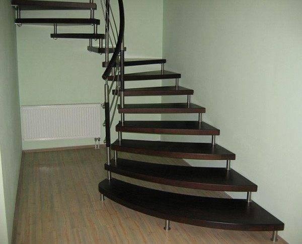 Спиральная лестница на больцах