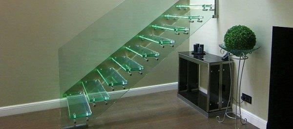 Стеклянные ступени должны быть прочными и изготовленными согласно технологии