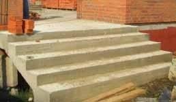 Строительство бетонных лестниц может оказаться спасением, если лестница на открытом воздухе – по стандартам материалы для таких лестниц должны удовлетворять особым требованиям по устойчивости к неблагоприятным воздействиям окружающей среды