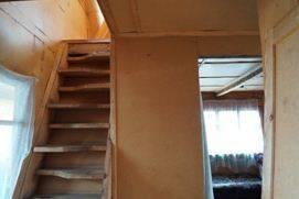 Строительство лестниц в доме, безусловно, ещё и элемент творчества, но, думается, вариант на фото уже из разряда «переборов», когда творческая мысль убежала далеко вперёд от удобства и целесообразности
