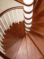 Ступени в виде клина практикуются в винтовых лестницах