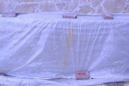 Свежий бетон нужно укрыть пленкой