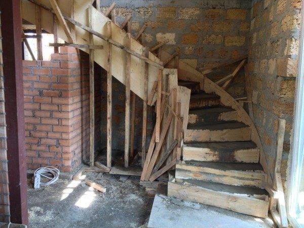 Железобетонные лестницы - красивый и практичный архитектурный элемент