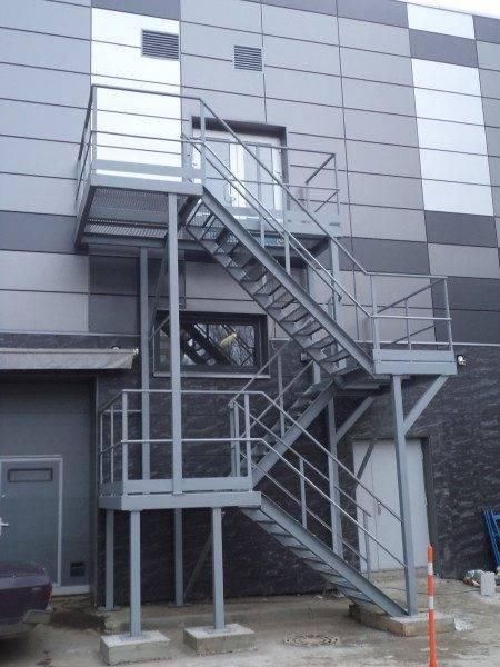 Трёхмаршевая пожарная лестница