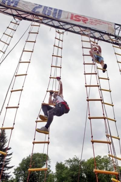 Тренировки спортсменов и спасателей.