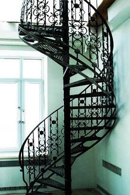 Цельнометаллическая лестница, созданная кузнечным методом
