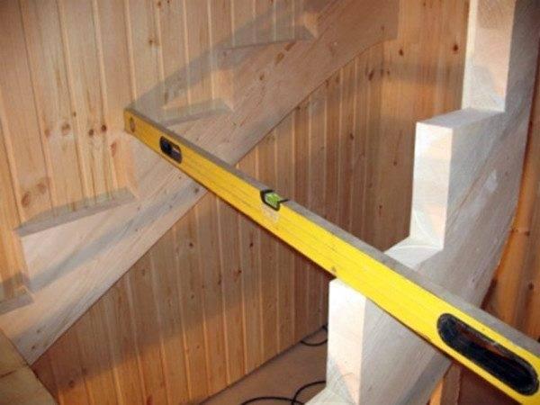 Цена ошибок при реализации любого расчёта, будет ли это расчет бетонной лестницы или расчет металлической лестницы, очень велика, поэтому без уровня не обойтись в любом случае
