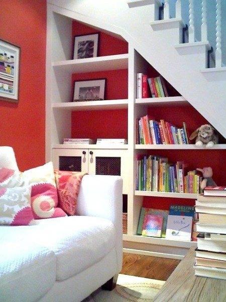 Удобные полки под книги и фоторамки