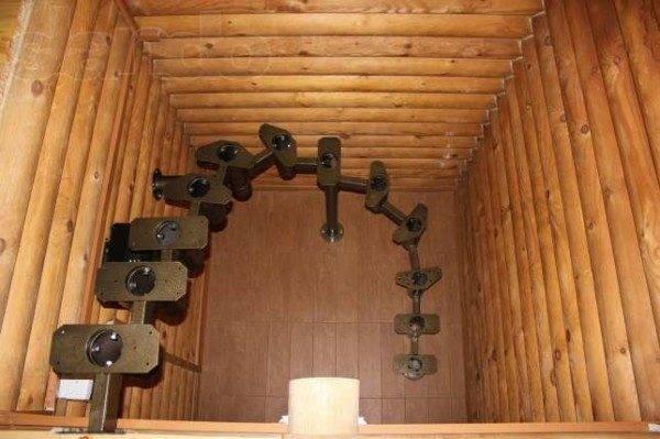 Установка несущего каркаса с креплением к стенам и полу