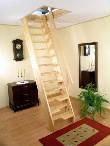 В крутых лестницах обычно используется «утиный шаг», когда ступени, для удобства, имеют вырезы под ноги