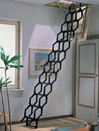 В разложенном виде – это удобная лестница с полноценными ступенями.
