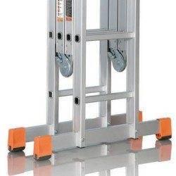 В сложенном виде 3-секционные лестницы не занимают много место, на фото – конструкция легко помещается в багажник легкового автомобиля
