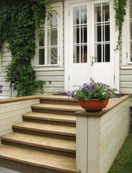 Вход в дом можно оформить по-разному