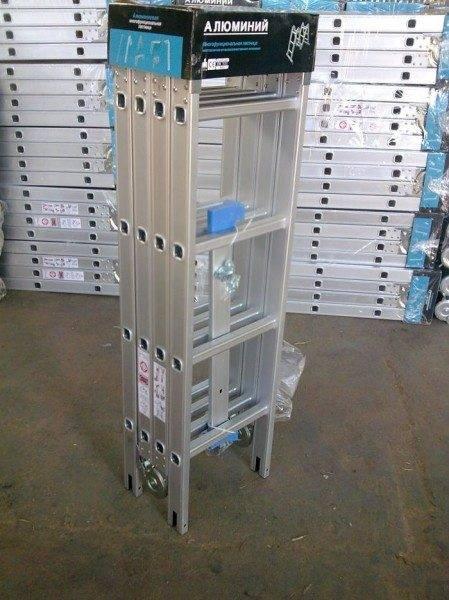 Видоизменяющая алюминиевая лестница в упаковке