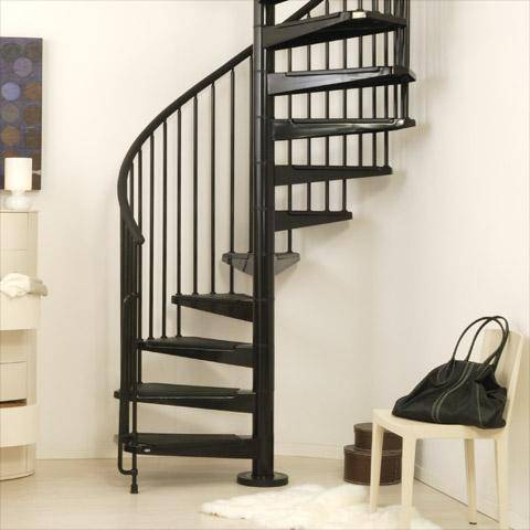Винтовая лестница. Стойки перил поддерживают ступени.