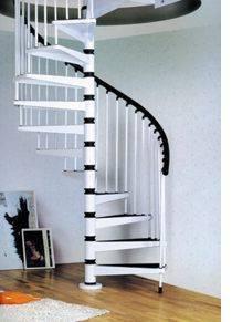 Винтовая лестница, в частности, именно эта – относится к крутым конструкциям