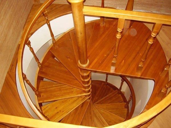 Винтовые модели позволяют наиболее экономно использовать пространство в доме.
