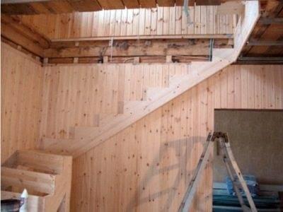 Вот блестящий пример решения проблемы «строим лестницу своими руками» - цена вопроса в умении заранее спланировать всю работу и согласовать её со всем процессом строительства