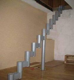 Возведение каркаса для устройства модульной лестницы.